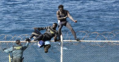 Immigrants-try-to-cross-Ceuta-border-fence